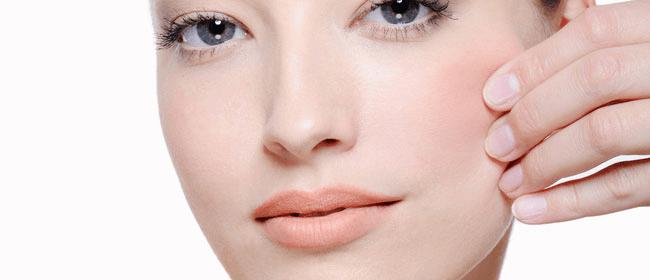 El Botox o toxina botulínica de tipo A se usa en arrugas faciales como tratamiento estético relajando la musculatura y eliminando las líneas de expresión.