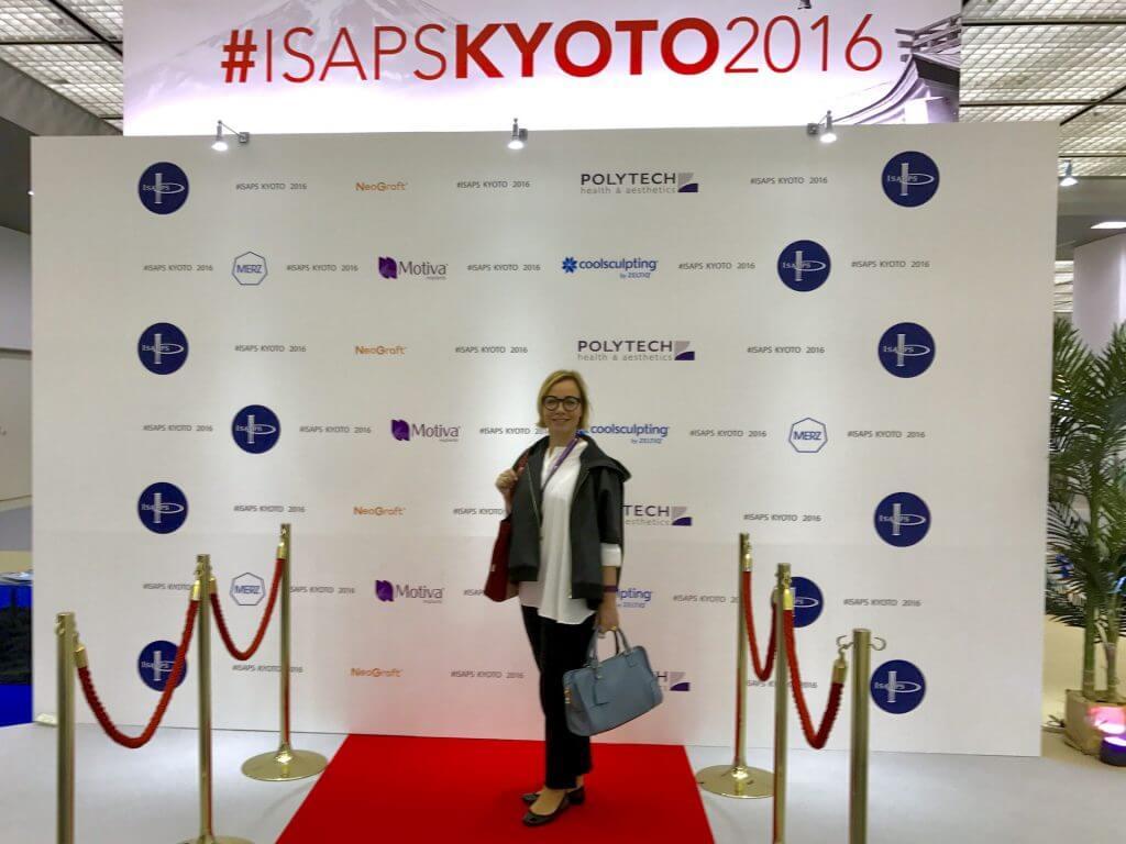 Nombramiento ISAPS: La Dra. Patricia Gutiérrez Ontalvilla a la entrada del Congreso ISAPS Kyoto 2016